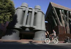 Los Angeles: Binoculars Building (el edificio de los prismáticos) fue creado por el arquitecto Frank Gehry y en la actualidad acoge una de las sedes de Google