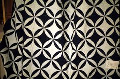 rob peter to pay paul quilts - Yahoo Image Search Results Black And White Quilts, Traditional Quilts, Animal Print Rug, Quilt Patterns, Quilting, Objects, Sewing, Image Search, Stitches