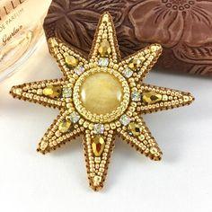 Купить или заказать 'Звезда' в интернет-магазине на Ярмарке Мастеров. Брошь сделана в технике вышивка бисером, обратная сторона обшита натуральной кожей, золотистого цвета. Застежка со стопором . Возможно сделать в разных цветах и размерах .