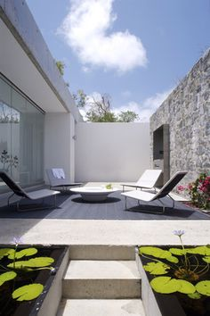 Black decking & paving, Renato D'Ettorre Architects