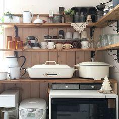 キッチン空間をよりいきいきと!かわいい調理器具を飾ったおしゃれなキッチンインテリア実例15選☆   folk