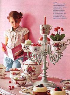 Sou apaixonada por xícaras. Trago ideias de como usar as xícaras da vovó. Temos variações de dicas:   Elas viram relógios, cascata para doc...