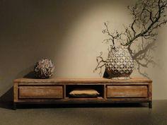 Robuuste kast van oud recycled teak en stalen poten. Dit model combineert mooi met onze andere meubels van reclaimed teak of een maatwerk tafel van oud eiken.