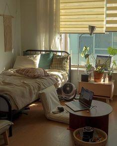 Room Design Bedroom, Room Ideas Bedroom, Bedroom Decor, Study Room Decor, Design Room, Bedroom Inspo, Aesthetic Room Decor, Aesthetic Indie, Cozy Room