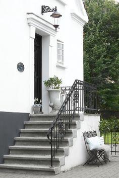 Home exterior garden entrance Ideas Front Door Steps, Porch Steps, Garden Entrance, House Entrance, Amazing Buildings, Stone Houses, Backyard Patio, Architecture Details, House Colors
