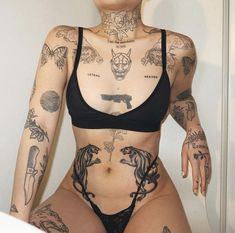 Image uploaded by Marthe Sozinho. Find images and videos about girl, bikini and Tattoos on We Heart It - the app to get lost in what you love. Dope Tattoos, Pretty Tattoos, Mini Tattoos, Beautiful Tattoos, Body Art Tattoos, Small Tattoos, Sleeve Tattoos, Tatoos, Geisha Tattoo Sleeve