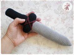 AmigurumisFanClub: Pequeña Espada Vikinga · Little Viking Sword!!! - free crochet pattern in English and Spanish.