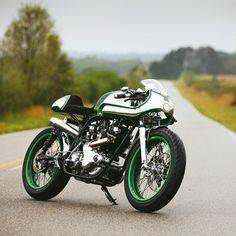 Norton Commando 750 « Misty Green » par Fuller Moto | Saison Moto