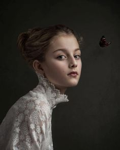 This Photographer Shoots Portraits in the Style of Old Master Painters Gemmy Woud-Binnendijk is a Dutch fine art photographer whose portrait photos may make you feel like you're walking through a museum. Her style is inspired Foto Portrait, Portrait Studio, Portrait Photography Tips, Artistic Photography, Portrait Art, Fine Art Photography, Photography Business, Beauty Photography, Photography Courses