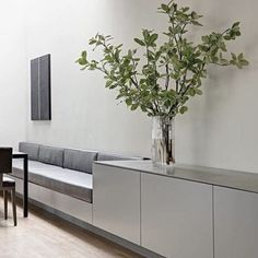 Kitchen inspo for my new apartment. Need a little eat in corner like this one . . #kitchendesign #banquetteseating #kitcheninspo #greykitchen #dining #minimal #scandi #scandidesign #bobedre #bobedredk #elledecoration