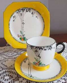 Vintage Cups, Vintage China, Yellow Cups, Art Deco Decor, Black Tree, Teapots And Cups, My Cup Of Tea, Tea Service, Tea Ceremony