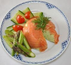 avocadomousse med rg. laks Food N, Good Food, Food And Drink, Yummy Food, Tapas Recipes, Appetizer Recipes, Healthy Recipes, Appetizers, Denmark Food
