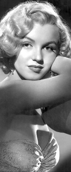Marilyn Monroe: Iconic photo of the Hollywood actress.