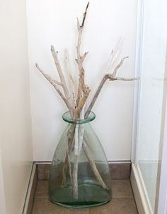Driftwood for a Spa Like Bathroom love driftwood.Karen bought me beautiful vases.Karen bought me beautiful vases. Seaside Decor, Beach House Decor, Coastal Decor, Coastal Style, Decoration Branches, Vases Decor, Decorations, Driftwood Projects, Driftwood Art