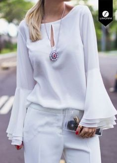 52 White Elegant Blouses To Update You Wardrobe - Global Outfit Experts Hijab Fashion, Fashion Outfits, Hijab Stile, Sleeves Designs For Dresses, Elegant Outfit, Blouse Styles, Mode Style, Street Style Women, Stylish Outfits