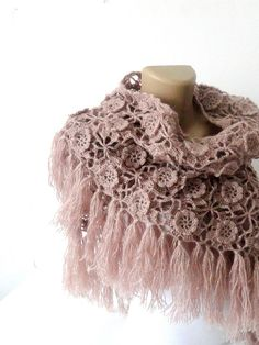 Hey, diesen tollen Etsy-Artikel fand ich bei https://www.etsy.com/de/listing/115982948/tea-rose-crochet-shawl-scarf-winter