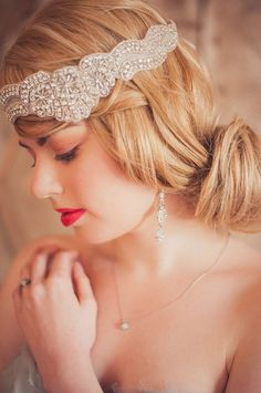 Hey, I found this really awesome Etsy listing at https://www.etsy.com/listing/125437959/bridal-rhinestone-halo-headband-gatsby