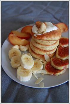 PANCAKES BEZ MĄKI czyli kolejne, nudne FIT ŚNIADANIE ~ Dietetycznie Siostro! Pancakes, Good Food, Healthy Eating, Sweets, Baking, Breakfast, Fitness, Desserts, Recipes