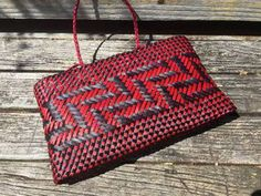 Contemporary and traditional Maori weaving / Harakeke Kete Flax Weaving, Basket Weaving, Maori Designs, Clutch Purse, Contemporary Style, Colours, Traditional, Purses, Baskets