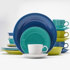 Fiesta® Coastal Colors Dinnerware Set includes popular Fiesta® Lapis, Turquoise, Lemongrass and White. Made in the USA by Homer Laughlin China Company Coastal Colors, Coastal Style, Coastal Decor, Fiesta Ware Dishes, Fiesta Kitchen, Home Management Binder, Homer Laughlin, Christmas Scenes, Dinnerware Sets