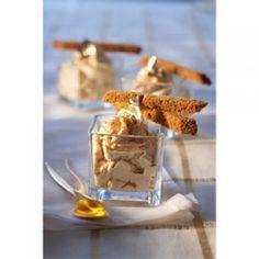 Chantilly  Foie gras aux mouillettes de pain d'épice  -    200 g de bloc de foie gras en boîte 6 tranches de pain d'épice 30 cl de crème liquide très froide 40 g de beurre sel poivre