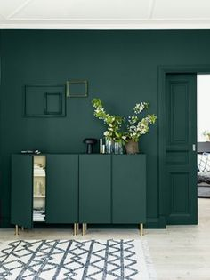 Déco couleur vert sapin : - Clem Around The Corner - Recipes Green Corridor, Interior Decorating, Interior Design, Home Room Design, Around The Corner, Accent Furniture, Painted Furniture, Christmas Tree Decorations, Tall Cabinet Storage