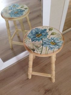 Pretty Stools Hand Painted Chairs, Painted Stools, Hand Painted Furniture, Paint Furniture, Furniture Projects, Furniture Makeover, Decoupage Furniture, Refurbished Furniture, Repurposed Furniture