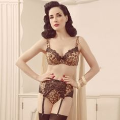 The bra, the high-waisted panties and the suspenders - Von Follies