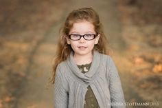 5 simple tips to get rid of glasses glare in portraits http://www.clickinmoms.com/blog/5-simple-tips-to-get-rid-of-glasses-glare-in-portraits/