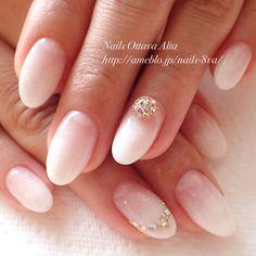 王道の白グラデ✨ #nail #nails #nailart #naildesign #art #white #beauty #ネイル #ジェルネイル #グラデーション #ブライダル #オフィスネイ - nails_8va