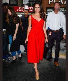 Znalezione obrazy dla zapytania meghan markle red dress designer