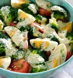 Dietetyczna sałatka z brokułów - zdrowy przepis | WINIARY Best Food Ever, Healthy Chicken Recipes, Kitchen Recipes, Food Inspiration, Salad Recipes, Good Food, Easy Meals, Food And Drink, Healthy Eating