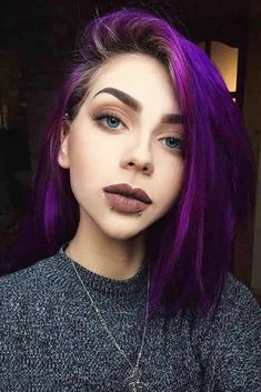 Purple hair color variations surprise us with their numerousness and versatility. And taking into account the increasing popularity of purple hairstyles, we think that it is time to discuss this topic in detail. We assure you Purple Hair Tips, Bright Purple Hair, Subtle Purple Hair, Short Purple Hair, Hair Colorful, Purple Hair Highlights, Hair Color Purple, Light Highlights, Purple Wig