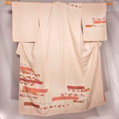 Kimono rose avec dessin marron et rose dans le bas HOUMONGI kitsuke