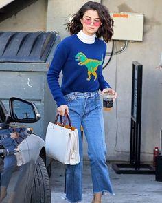 Embaixadora da @coach #SelenaGomez usou um suéter fofíssimo da marca com um jeans cropped e seus inseparáveis óculos coloridos. Gostam do look? #LOFFama  via L'OFFICIEL BRASIL MAGAZINE INSTAGRAM - Fashion Campaigns  Haute Couture  Advertising  Editorial Photography  Magazine Cover Designs  Supermodels  Runway Models