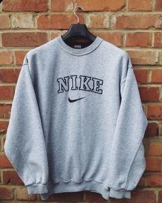 Pullover Nike, Nike Sweater, Vintage Nike Sweatshirt, Sweatshirt Outfit, Grey Sweatshirt, Sweater Shirt, Grey Sweater, Vintage Crewneck, Nike Hoodie