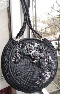 Discover thousands of images about Handmade girls luggage. Crochet Tote, Crochet Handbags, Crochet Purses, Crochet Designs, Crochet Patterns, Girls Luggage, Handmade Tags, Macrame Bag, Boho Bags
