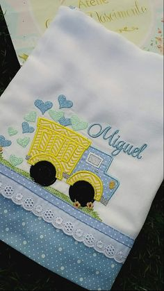 Ideas For Sewing Baby Boy Clothes Dresses Baby Applique, Baby Embroidery, Machine Embroidery Applique, Baby Sewing Projects, Sewing Projects For Beginners, Baby Sheets, Baby Burp Cloths, Sewing Art, Baby Design