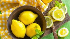 Do you want to lose 1 - 2 pounds per day, and at the same time detoxify your body? If yes, then lemon cayenne pepper diet is just the right option for you. This NutriNeat article tells you all you need to know about it. Lemon Cheesecake Bars, Lemonade Diet, Troubles Digestifs, Gastro, Natural Beauty Recipes, Lemon Benefits, Detoxify Your Body, Nutrition, Lemon Water