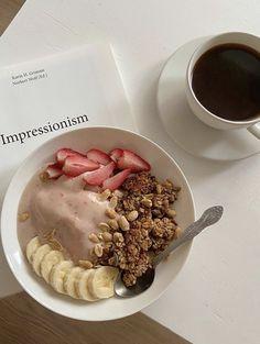 Yummy breakfast and coffee Cute Food, Good Food, Yummy Food, Tasty, Food Goals, Food Is Fuel, Aesthetic Food, Healthy Breakfast Recipes, Food Cravings