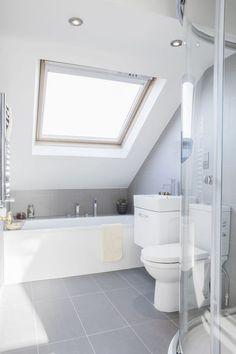 Small bathroom remodeling 455426581062176795 - Salle de bain sous le toit Source by Small Attic Bathroom, Loft Bathroom, Attic Bedroom Small, Upstairs Bathrooms, Attic Rooms, Attic Spaces, Grey Bathrooms, Bathroom Interior, Bathroom Ideas