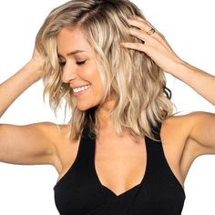 The dpHUE x Kristin Cavallari Gentle Brightening Conditioner conditions while boosting brightness and shine. Formulated with a gentle chelating agent that helps prevent dullness while keeping brassiness at bay. Locks in moisture while giving hair slip to help prevent damage and breakage. Leaves hair feeling silky, soft, and strong. Most visible results on blondes and highlighted hair. Can be used on darker hair with no impact on hair color. Click here to check out the shampoo. How to use: Work c Shoulder Length Hair Blonde, Medium Length Blonde, Medium Blonde Hair, Medium Hair Cuts, Medium Hair Styles, Short Hair Styles, Wavey Hair Styles, Short Blonde Balayage Hair, Above Shoulder Hair