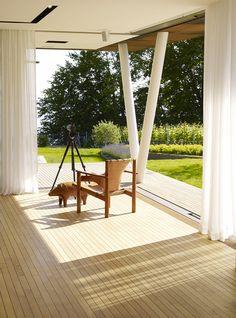 JewelBox La maison la plus écolo- intelligente d'Europe Dans la région du lac de Genève, en Suisse, se cache la maison du futur : la JewelBox. Panneaux solaires, murs végétalisés intelligents et objets connectés, un joyau de technologie !