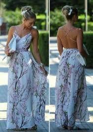 Resultado de imagem para um vestido estampado com tons pasteis longo combina para uma festa de formatura de abc