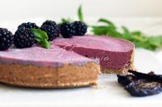 Švestkovo-ostružinový koláč Vegan Cheesecake, Vegan Cake, Sweets, Desserts, Food, Cakes, Alternative, Tailgate Desserts, Deserts