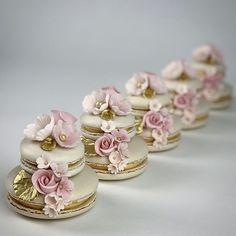 Elegant Desserts, Beautiful Desserts, Fancy Desserts, Wedding Desserts, Elegant Cakes, Wedding Cakes With Cupcakes, Wedding Cookies, Cupcake Cakes, Macaroon Wedding Cakes