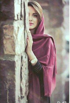Barey Badd-Naseeb Theharey ~~~~~~ Jo Qaraar Tak Pahonchey Darr-E-Yaar Tak To Pahonchey ~~~~ Dil-E-Yaar Tak Na Pahonchey ♡ Hunny ♡ Girl Photo Poses, Girl Photography Poses, Girl Poses, Stylish Girls Photos, Stylish Girl Pic, Hijabi Girl, Girl Hijab, Iranian Beauty, Persian Beauties