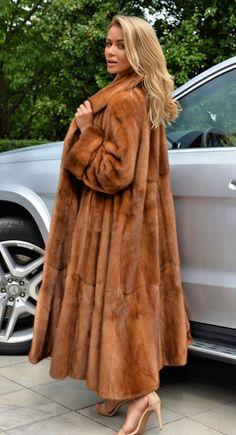A very beautiful and rich fur mink coat.(not Chinchilla LYNX Sable Fox) Fur Fashion, Winter Fashion, Fox Fur Coat, Fur Coats, Trench Coats, Fabulous Furs, Vintage Fur, Vintage Bags, Mink Fur