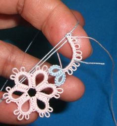 Tat-a-Renda: free tatting patterns blog Unique technique for combining chains into a ring simultaneously