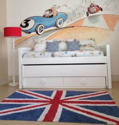 Very cool Union Jack eco rug. It's handmade and washable. So amazing if you have advernturous and curious kids. Like all parents. ;)